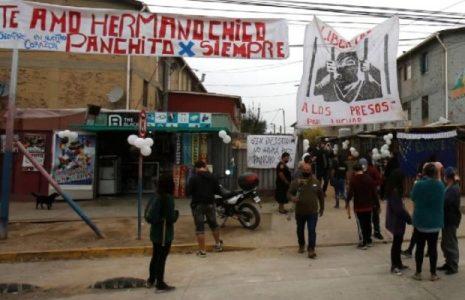 Chile. Carabineros atacaron con gases y agua con químicos a los asistentes del velatorio de Francisco Martínez / Una provocación con órdenes precisas (videos)