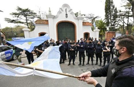 Argentina. La Provincia sacó de servicio a 400 policías bonaerenses que participaron de las protestas el año pasado / Los uniformados anuncian una movilización de protesta este miércoles