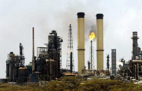 Irán. Ayuda a Venezuela a reanudar la producción de gasolina