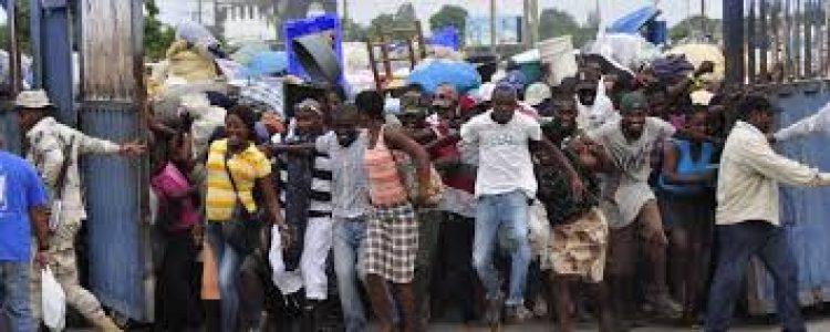 República Dominicana. Por los acontecimientos en Haití el ejército dominicano pone 7000 soldados en la frontera / Apresan y devuelven a su país a 30 mil haitianos
