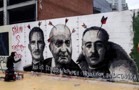 Cultura. Blackblock pinta contra la censura sobre el mural que le borraron en Barcelona