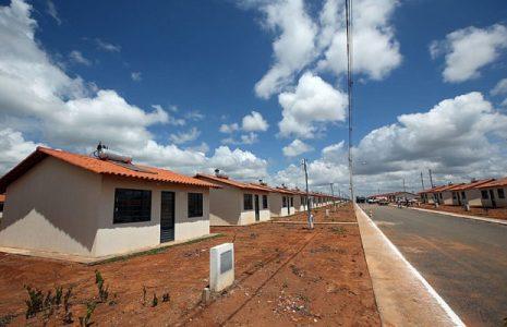Brasil. El gobierno paraliza obras y recorta R $ 1,5 mil millones en política habitacional de la franja más pobre de la población