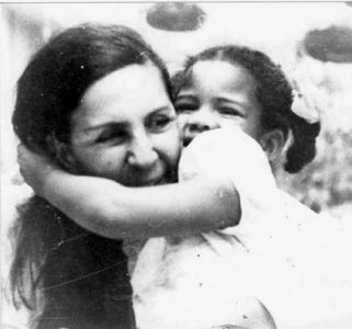 Cuba. Posía para Celia Sánchez / Celebración del día de la madre (fotos)