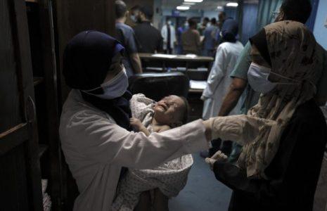 Palestina. La trágica historia detrás de la foto del bebé rescatado de los escombros tras el ataque israelí a un campamento de refugiados en Gaza