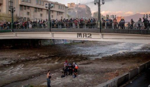 Chile. Impunidad: El informe pedido por la defensa aseguró que ex carabinero no empujó a joven en el puente Pío Nono