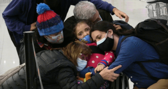 Cuba. Bloquean tarjeta de crédito de la mamá una niña uruguaya que recibe rehabilitación