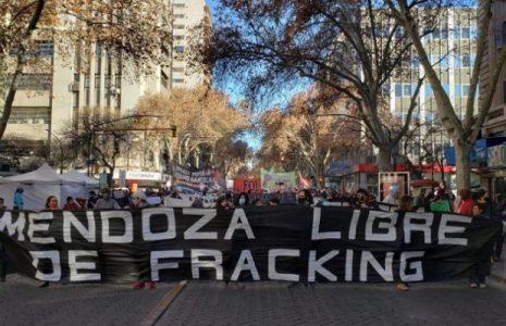 Argentina. Mendoza. Acción mundial contra el fracking: masiva movilización contra el pacto de Suárez y Fernández Sagasti