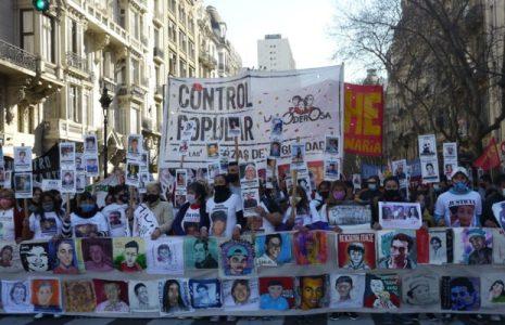Argentina. Una multitud en la Marcha Contra el Gatillo Fácil /Fuertes y emotivos discursos condenando a los asesinos uniformados