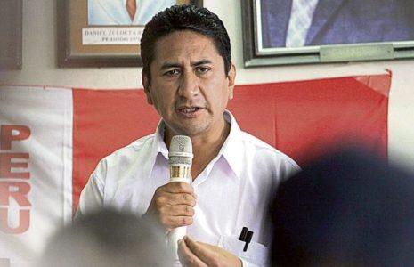 Perú. La derecha no deja de desestabilizar: Ahora la Fiscalía pide 2 años y 11 meses de prisión contra Vladimir Cerrón