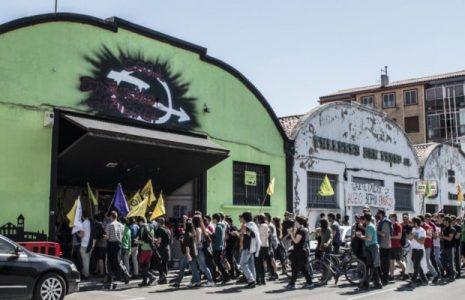 Euskal Herria. Ante el desalojo policial del Gaztetxe (centro social juvenil) de Errotxapea, en Iruñea-Pamplona