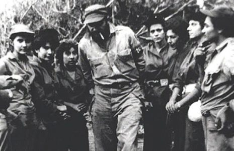 Cuba. El 4 de setiembre de 1958,  Fidel Castro constituye en la Sierra Maestra el pelotón femenino de combate Mariana Grajales (fotos)