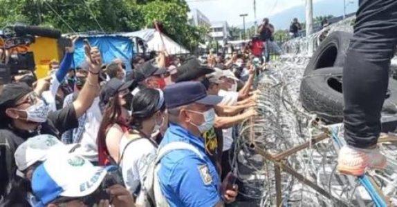 El Salvador. Nueva movilización hacia Asamblea contra la reforma a la Constitución