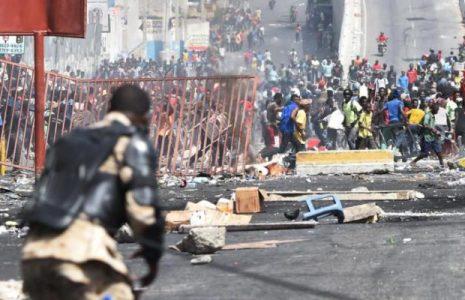 180709163753-haiti-police-barricade-full-169-620x400