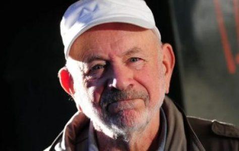 Argentina. El actor-compañero Norman Briski recibe el premio «Democracia» y