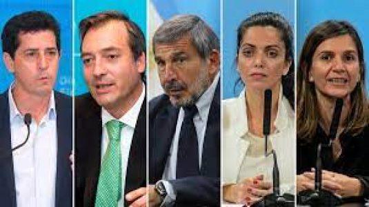 Argentina. Quiénes son los funcionarios que pusieron sus renuncias a