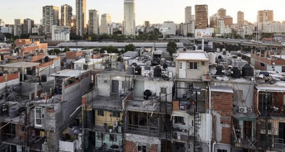 Argentina. En las villas falta el Estado pero están las