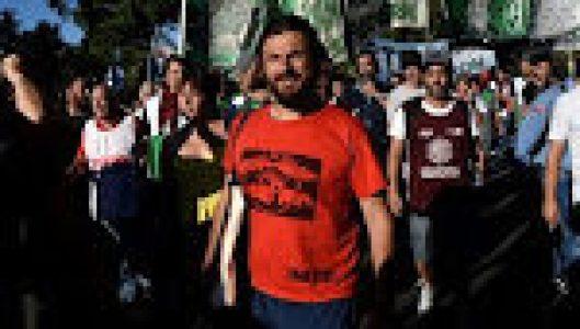 Argentina. Juan Grabois se contactó con más de 100 empresarios para recolectar alimentos y juguetes para 600 comedores