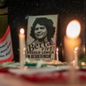 Argentina. Recordaron a Berta Cáceres en Vigilia frente a la embajada hondureña