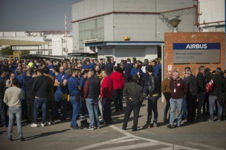 Bahía de Cádiz: Trabajadores de Airbus Puerto Real inician encierro en la planta