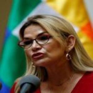 Bolivia. Añez ofende a los muertos y amenaza a candidato del MAS
