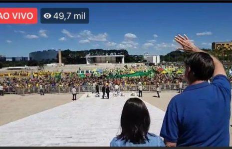 Brasil. Bolsonaro provoca una aglomeración / Jornalistas agredidos