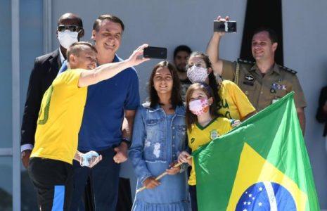 Brasil. Bolsonaro se sumó a un nuevo acto contra el