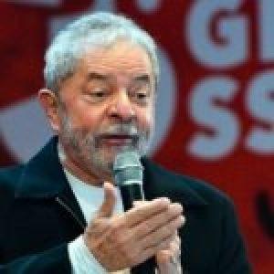 Brasil. Lula critica a Bolsonaro al sancionar el ingreso mínimo: «Los banqueros profesionales llegaron rápidamente»
