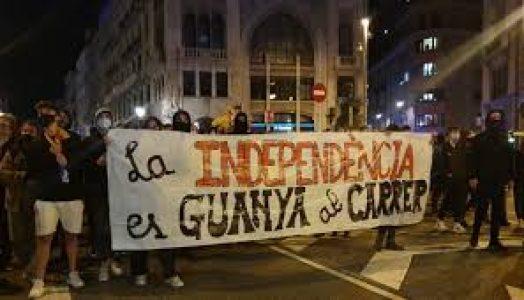 Catalunya: Los CDR se manifiestan con la consigna «la independencia se gana en las calles» (vídeos)