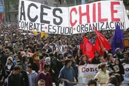 Chile. Jóvenes mujeres de la Coordinadora de Estudiantxs Secundarixs escracharon