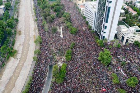 Chile: Trabajadores portuarios paralizan actividades por políticas anti-sociales de Piñera