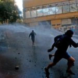 """Chile. El """"Súper Lunes"""" culmina con incidentes y protestas en las calles y Metro de Santiago"""