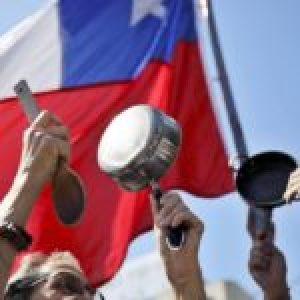 Chile. La lucha no la frena ningún virus: Convocan cacerolazo para este lunes