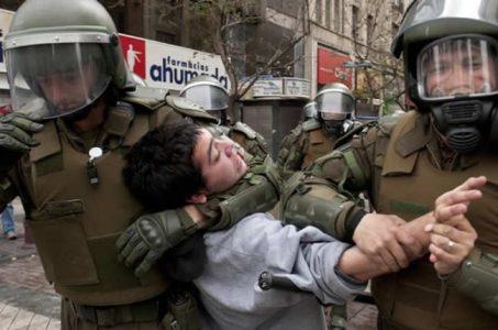 Chile. Los Carabineros golpean y detienen a un niño (videos)