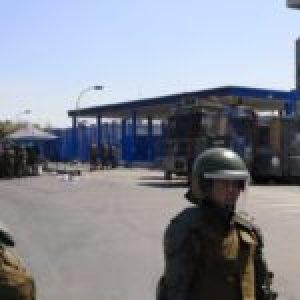 Chile. Motín en la cárcel de Santiago 1 / La Gendarmería reprimió a los reclusos y hay varios heridos / Familiares se concentraron a las puertas de la prisión (videos)