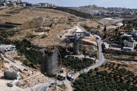 """Colonos israelíes arrasan tierra palestina para construir la """"carretera americana"""" – La otra Andalucía"""