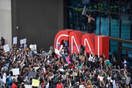 Continúan las movilizaciones tras el asesinato de George Floyd. Acuden a la sede de la CNN en protesta por sus mentiras y manipulación – La otra Andalucía