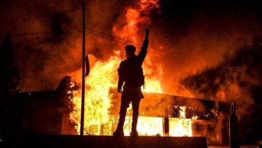 Continúan las protestas por la muerte de G. Floyd. Preparan despliegue de la Guardia Nacional y la policía militar – La otra Andalucía