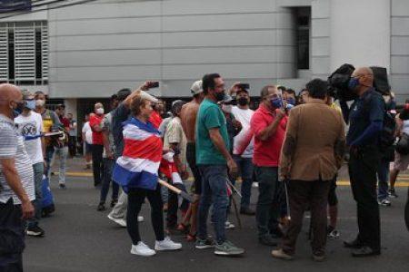 Costa Rica. Protestas contra gestión oficial de la pandemia