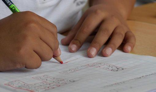 Denuncian falta de claridad en los criterios para el cierre de aulas y centros educativos