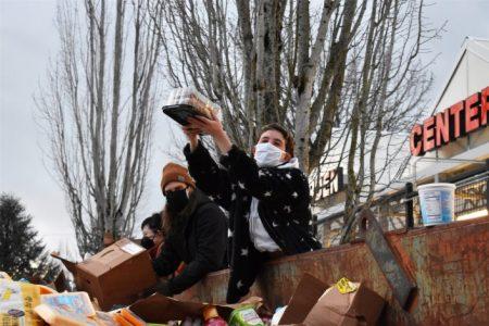 EE.UU: En Portland, la comida se pudre en la basura antes que dársela a los necesitados