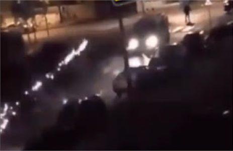 El 'clima de guerra' se expande por los suburbios de París, con barricadas, incendios y disparos de fuego real – La otra Andalucía