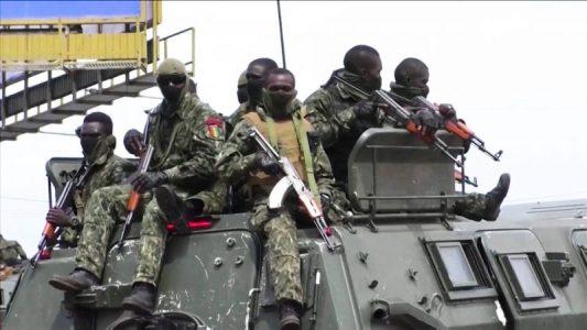 El Ejército de EE.UU. estaba entrenando a soldados guineanos cuando se produjo el golpe de Estado militar