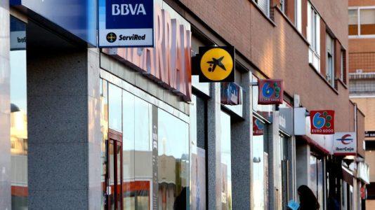 El Gobierno estatal (PSOE-UP) afronta un rescate del poder financiero ligado a la UE pero perdona lo entregado a la banca