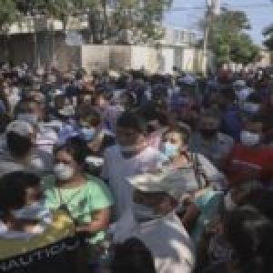 El Salvador. Continúan las protestas contra Bukele por la falta de asistencia a sectores humildes /Gobierno pide ahora ayuda médica a Cuba