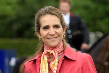 Elena de Borbón vuelve a saltarse las restricciones a la movilidad para visitar a su padre en Abu Dabi