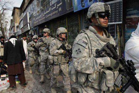 Estados Unidos comenzará la retirada mientras los talibanes reanudan los ataques y el Gobierno afgano rechaza intercambio de prisioneros