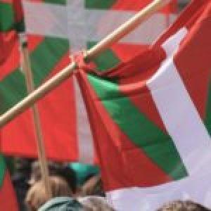 Euskal Herria. Conmemoraron el Día de la Patria Vasca (Aberri Eguna) cantando desde ventanas y balcones /Diversos pronunciamientos independentistas