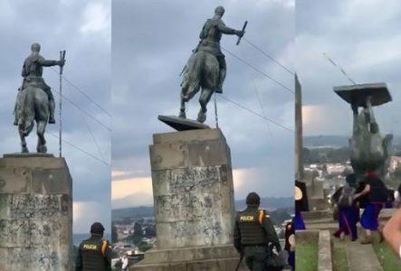 Indígenas Misak derriban la estatua del conquistador español Sebastián de Belalcázar en Colombia (VIDEO)