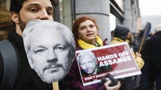 Internacional. Posponen caso de extradición de Assange hasta septiembre