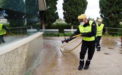 La OMS advirtió que desinfectar las calles como hizo la Unidad Militar de Emergencias es peligroso y poco eficaz – La otra Andalucía